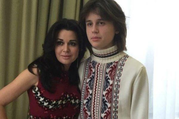 Как живут и чем занимаются дети Анастасии Заворотнюк?