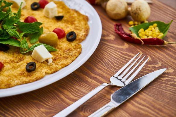 Как приготовить диетический омлет в сковороде, духовке и другими способами?