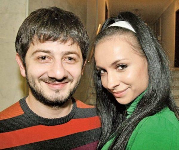 Кем была жена Галустяна до встречи с ним?