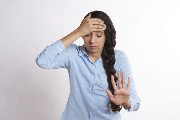Основные причины, почему на диете у худеющих болит голова