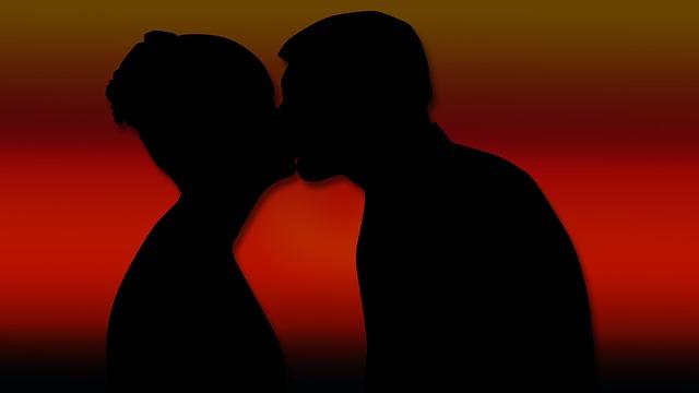 Почему женщина изменяет мужу, основные причины и особенности психологии