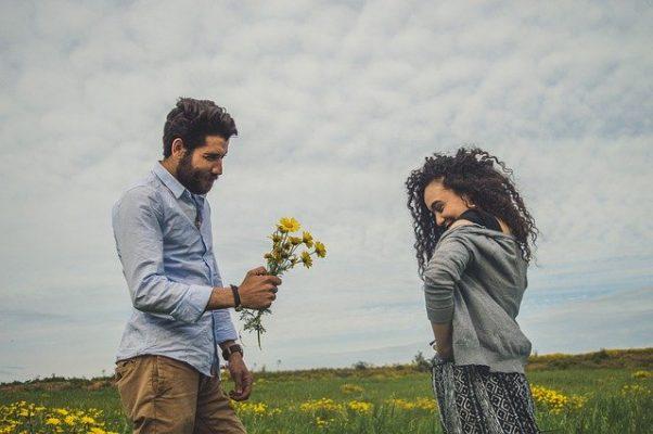 Если мужчина любит женщину по-настоящему, как он себя ведет — признаки и особенности психологии