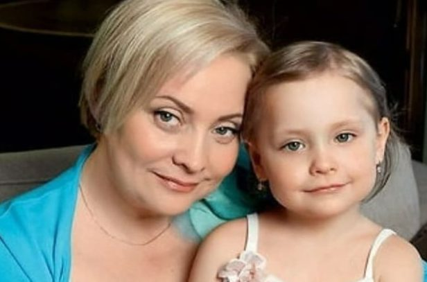 Российские знаменитости, которые стали мамами после 40-ка лет