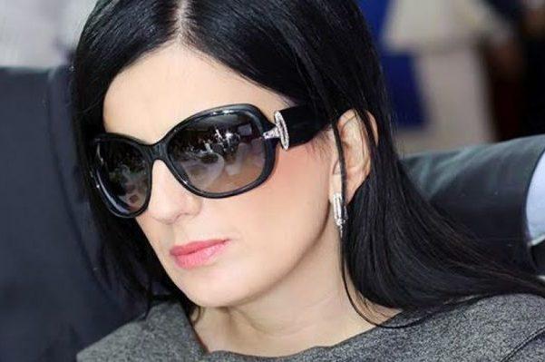 Как выглядит Диана Гурцкая без очков?