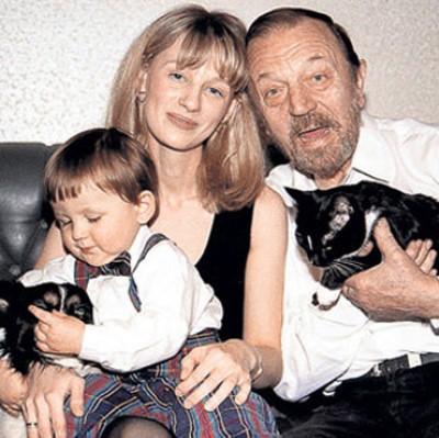 """""""Отец в 66 лет"""". Как выглядит и чем занимается поздний сын Анатолия Ромашина?"""