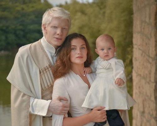 Как выглядят жена и ребенок грузина-альбиноса Бера Иванишвили?